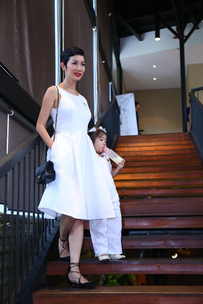 Siêu mẫu Xuân Lan lần đầu tiên kể chuyện làm mẹ đơn thân  - Ảnh 1.
