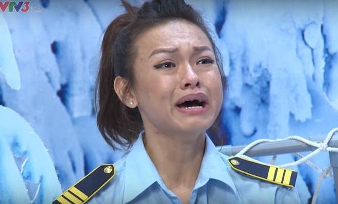 Mai Ngô phát ngôn sốc, Hoài Linh úp mặt xuống bàn cười ngặt nghẽo - Ảnh 3.