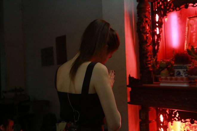 Lần đầu đóng kịch, Ngọc Trinh gây chú ý với vai người mẹ - Ảnh 4.