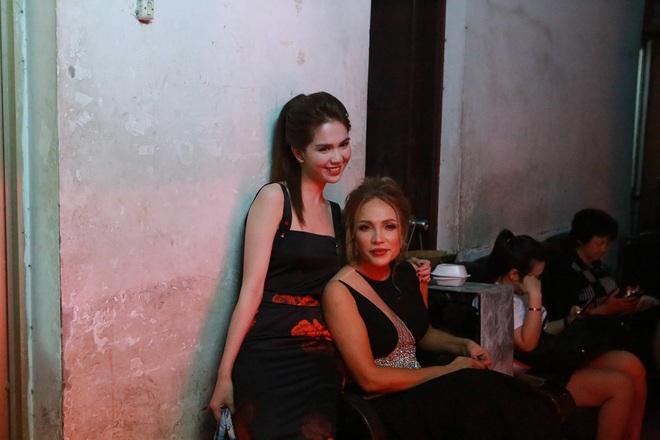 Lần đầu đóng kịch, Ngọc Trinh gây chú ý với vai người mẹ - Ảnh 6.