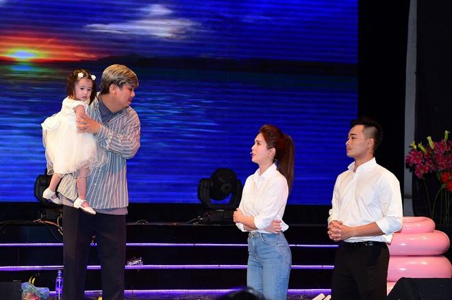 Lần đầu đóng kịch, Ngọc Trinh gây chú ý với vai người mẹ - Ảnh 10.