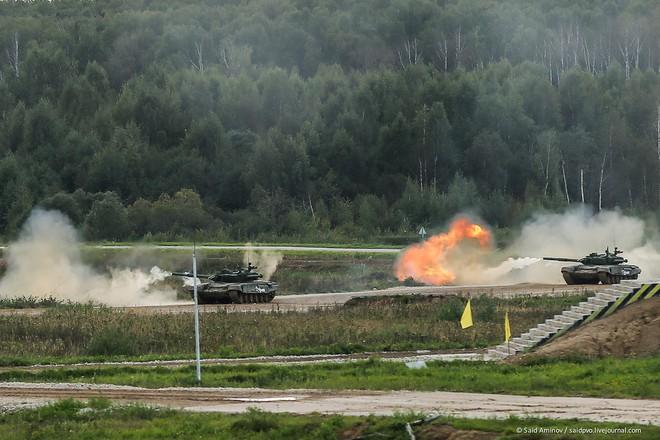 ẢNH+VIDEO: Khí tài quân sự Nga trình diễn tại Army-2016 - Ảnh 21.