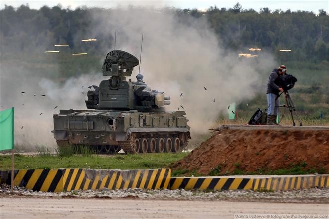 ẢNH+VIDEO: Khí tài quân sự Nga trình diễn tại Army-2016 - Ảnh 8.