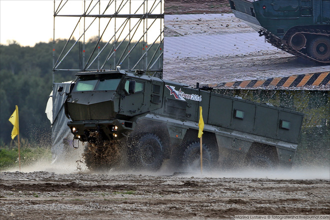 ẢNH+VIDEO: Khí tài quân sự Nga trình diễn tại Army-2016 - Ảnh 13.