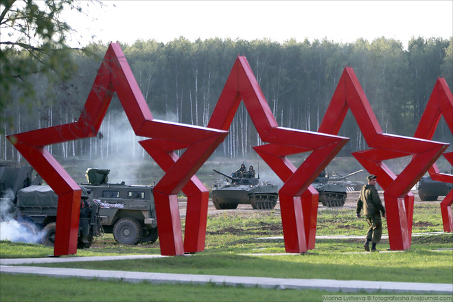 ẢNH+VIDEO: Khí tài quân sự Nga trình diễn tại Army-2016 - Ảnh 26.