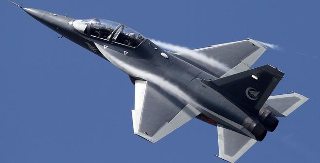 """Máy bay huấn luyện siêu âm """"tốt nhất thế giới"""" của Trung Quốc"""