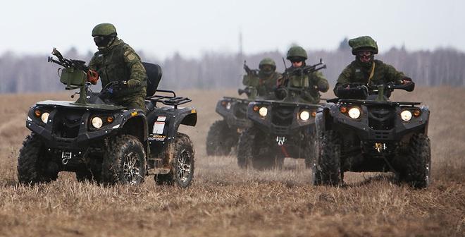 """""""Món đồ chơi"""" thú vị của Lính dù Nga"""