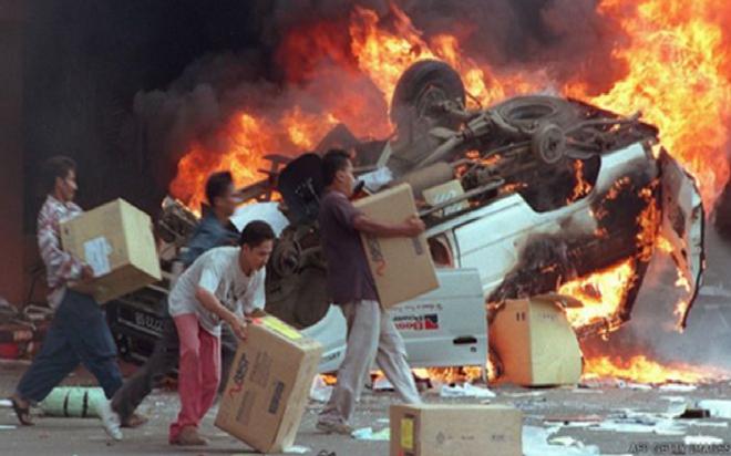 Vụ biểu tình khiến Hoa kiều ở Indonesia khiếp sợ: Ký ức kinh hoàng 1200 người Hoa bị thảm sát - Ảnh 2.