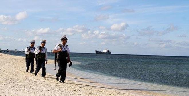 Các chiến sĩ hải quân vượt gian khó, ngày đêm canh giữ biển đảo thuộc quần đảo Trường Sa thân yêu của Tổ quốc.