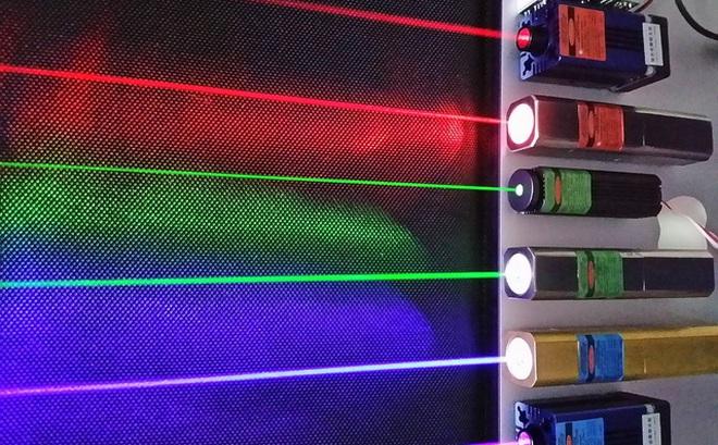 Các nhà khoa học lần đầu tiên thành công trong việc tạo ra tia laser từ nước và ánh sáng