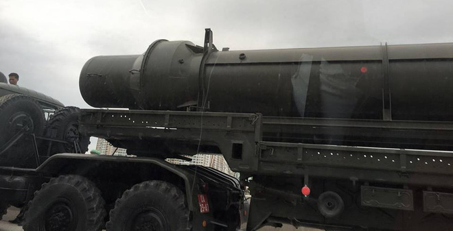 Xe chở đạn tên lửa S-75 (SAM-2) của Bộ đội Tên lửa phòng không.