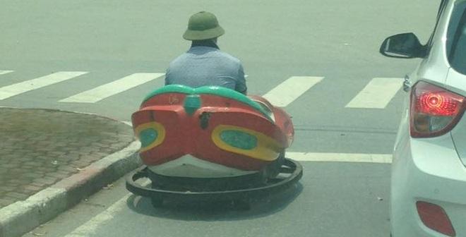 """Chiếc xe """"thần thánh"""" bất ngờ xuất hiện trên đường phố Vinh"""