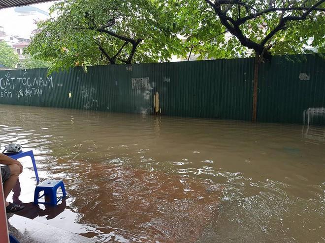 [ẢNH] Hà Nội ngập nặng sau trận mưa liên tục suốt đêm - Ảnh 21.