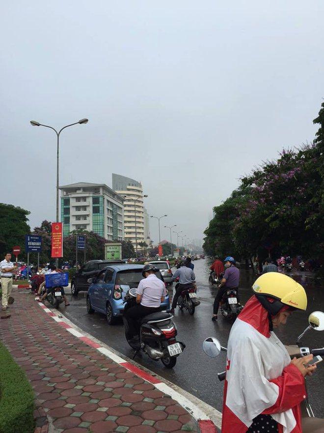 [ẢNH] Hà Nội ngập nặng sau trận mưa liên tục suốt đêm - Ảnh 22.