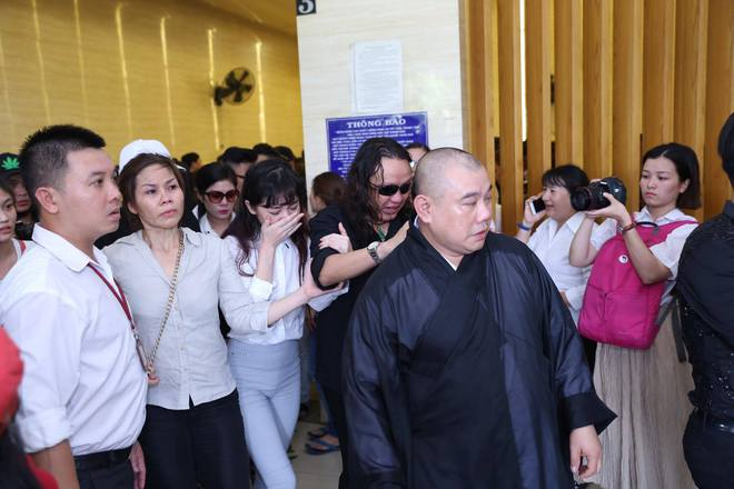 Đám tang hỗn loạn: Nhật Hào, quản lý Minh Thuận đều bị móc túi - Ảnh 3.