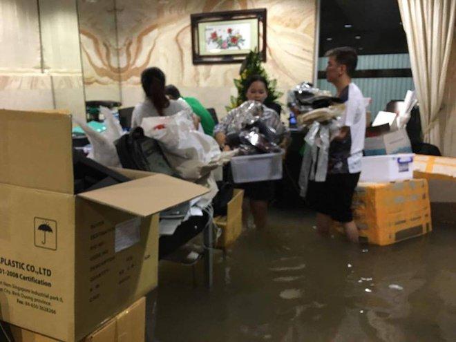 Đàm Vĩnh Hưng khổ sở vì nhà 60 tỷ ngập trong nước - Ảnh 4.