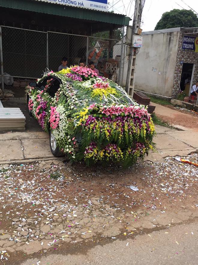 Xe hoa lạ ở Nghệ An khiến người đi đường không khỏi kinh ngạc - Ảnh 3.