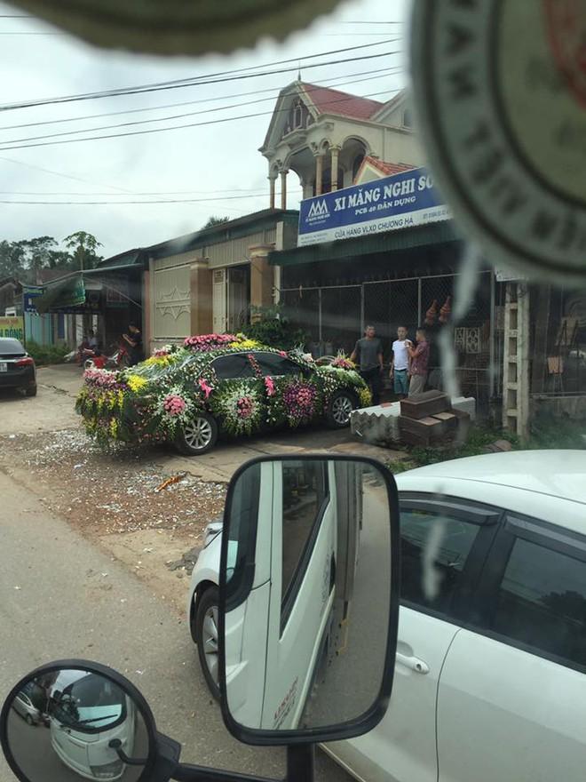 Xe hoa lạ ở Nghệ An khiến người đi đường không khỏi kinh ngạc - Ảnh 4.