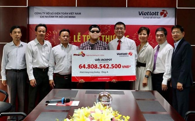 Người trúng gần 65 tỷ đồng của Vietlott đã nhận thưởng