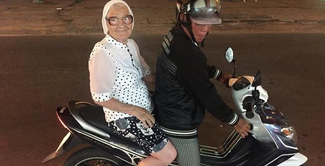 """Cụ bà 89 tuổi người Nga bất ngờ """"bị"""" ghen tị sau khi đến Việ"""