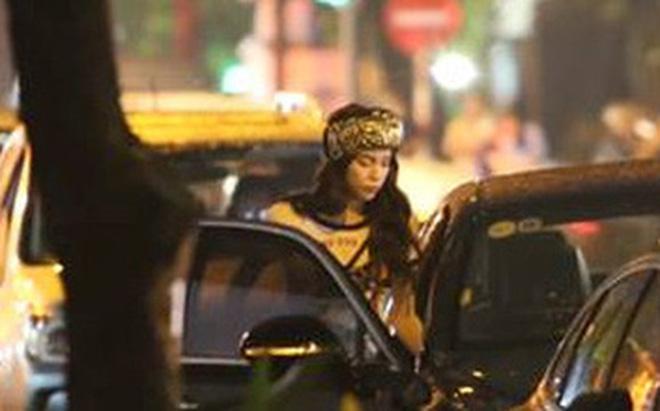 Hồ Ngọc Hà bị bắt gặp lái xe của đại gia Chu Đăng Khoa đi dự sự kiện