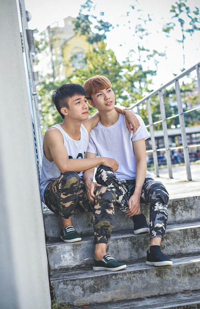 Cặp đôi đồng tính nam lao đao vì những miệt thị từ mạng xã hội - Ảnh 6.