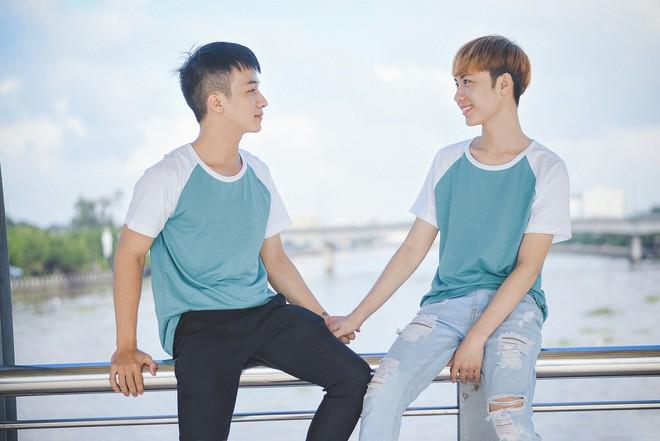 Cặp đôi đồng tính nam lao đao vì những miệt thị từ mạng xã hội - Ảnh 3.