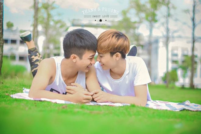 Cặp đôi đồng tính nam lao đao vì những miệt thị từ mạng xã hội - Ảnh 1.