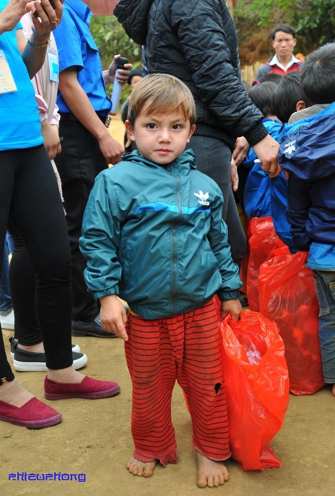 Cậu bé vùng cao khiến dân mạng Việt mất ăn mất ngủ truy lùng cả ngày hôm nay - Ảnh 4.