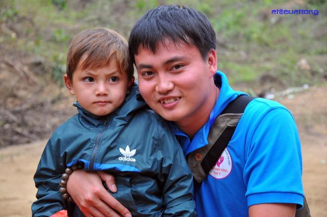 Cậu bé vùng cao khiến dân mạng Việt mất ăn mất ngủ truy lùng cả ngày hôm nay - Ảnh 5.