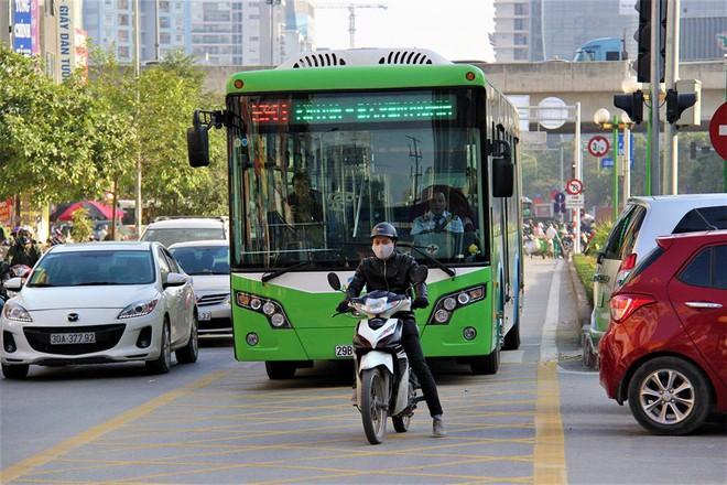 Đây là nguyên nhân khiến xe buýt nhanh không thể... đi nhanh ở Hà Nội - Ảnh 1.