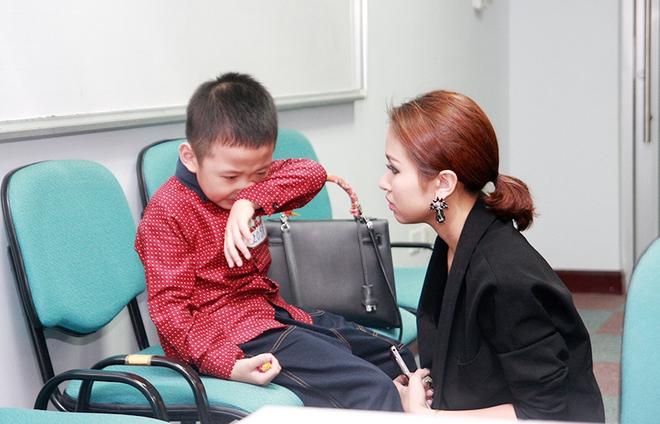 Con trai Vân Hugo bật khóc vì bức xúc  - Ảnh 9.