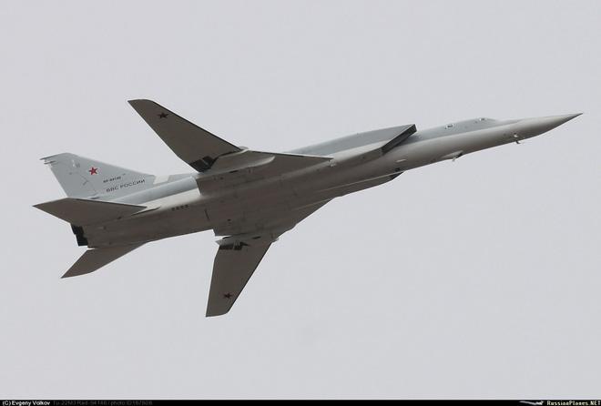 Máy bay ném bom Tu-22M3 bất ngờ trượt khỏi đường băng - Ảnh 7.