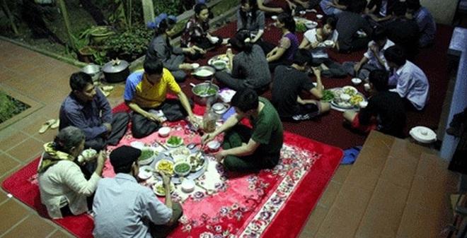 Kết quả hình ảnh cho ngồi ăn cỗ ở Việt Nam