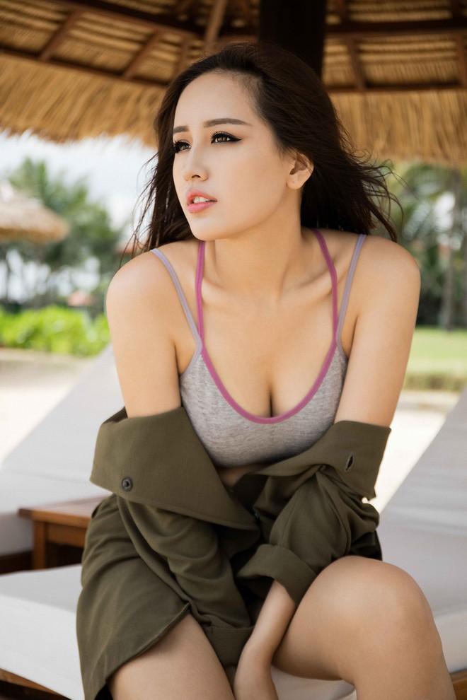 Tranh thủ quay quảng cáo, Mai Phương Thúy chụp ảnh gợi cảm - Ảnh 4.