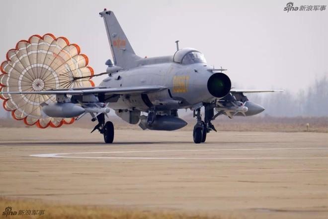 Vì sao phải đặc biệt đề phòng MiG-21 tốt nhất thế giới của Không quân Trung Quốc? - Ảnh 2.