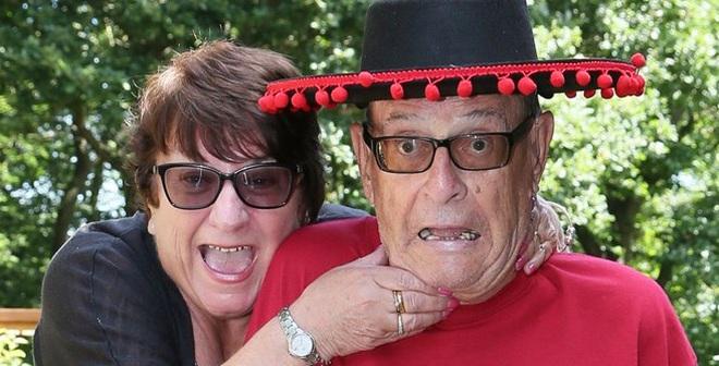 Du lịch bất thành vì ông chồng bỏ quên vợ ở sân bay