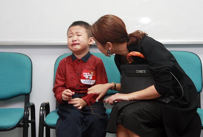 Con trai Vân Hugo bật khóc vì bức xúc  - Ảnh 8.