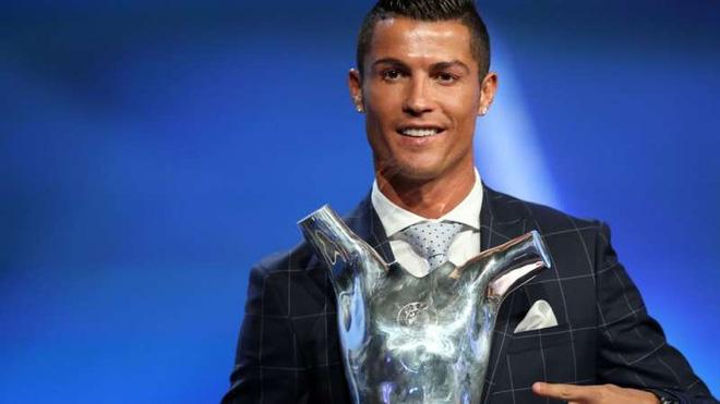 Ronaldo đoạt Quả bóng Vàng với số phiếu cao gần gấp đôi Messi - Ảnh 2.