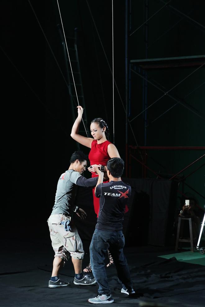 Mai Ngô nhí nhố, Lilly Nguyễn khóc thét vì sợ độ cao - Ảnh 8.
