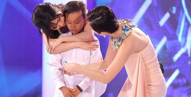 Văn Mai Hương, Tóc Tiên khóc khi nghe cậu bé 13 tuổi nghèo hát