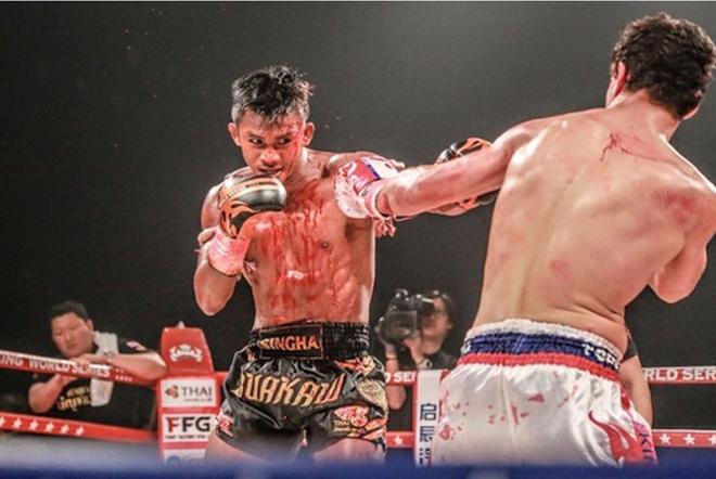 """""""Thánh Muay Thái"""" bị võ sĩ trẻ đánh tới … vỡ đầu - Ảnh 5."""