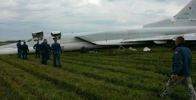 Máy bay ném bom Tu-22M3 bất ngờ trượt khỏi đường băng