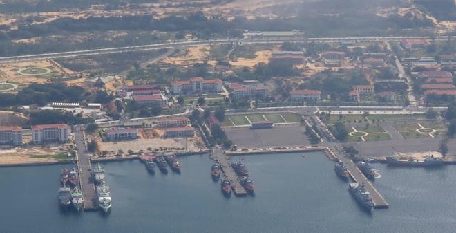 Căn cứ Hải quân Cam Ranh nhìn từ trên cao: Ảnh: Văn Xuân