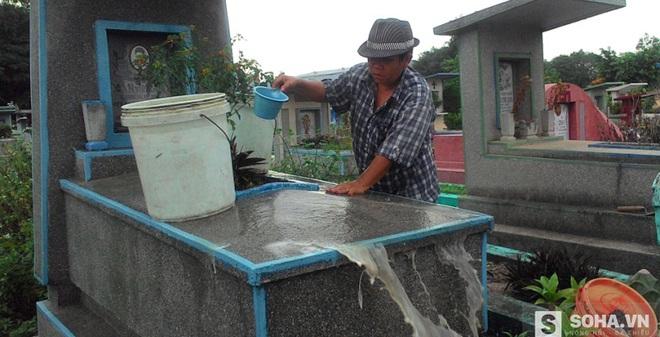 Cả gia đình sống 35 năm ở nghĩa địa tại Sài Gòn