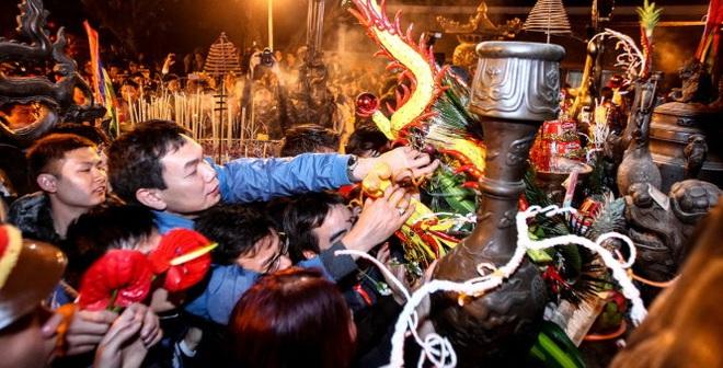 Hỗn loạn, cướp lộc tại lễ khai ấn đền Trần