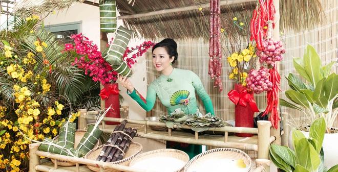 Hoa hậu Giáng My chơi trội, làm hẳn chợ hoa Tết tại nhà
