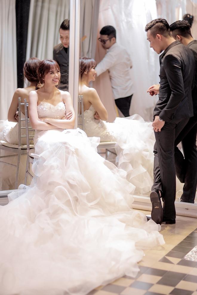 Trấn Thành - Hari Won nắm chặt tay nhau đi thử đồ cưới - Ảnh 8.
