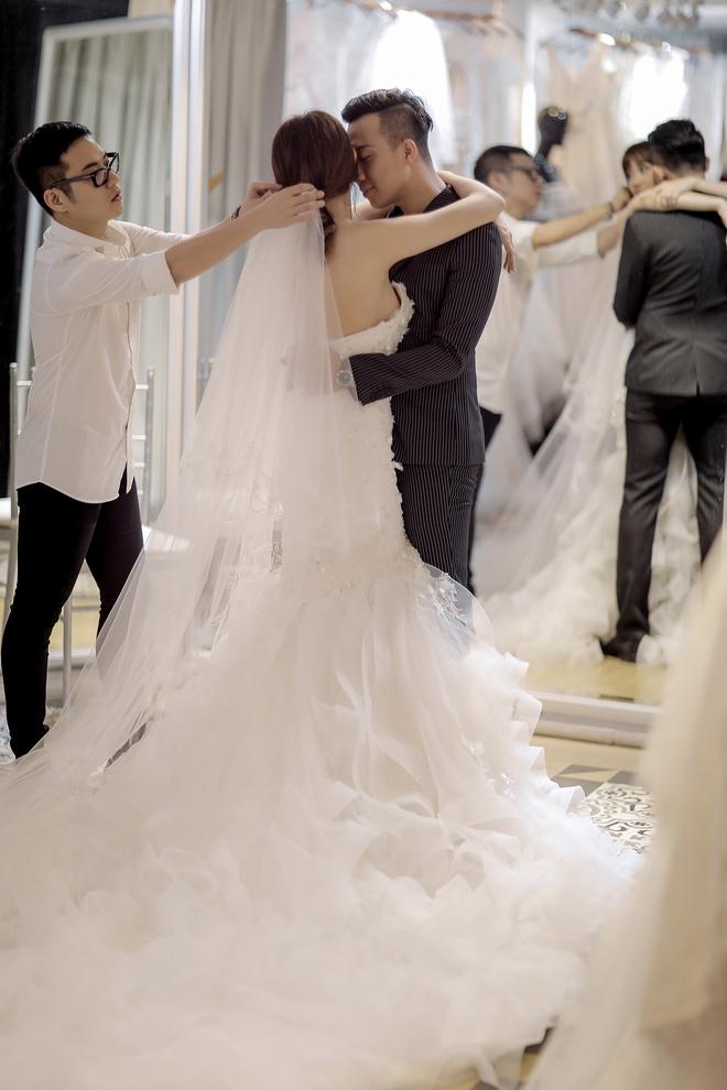 Trấn Thành - Hari Won nắm chặt tay nhau đi thử đồ cưới - Ảnh 7.