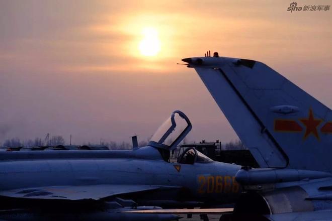 Vì sao phải đặc biệt đề phòng MiG-21 tốt nhất thế giới của Không quân Trung Quốc? - Ảnh 4.